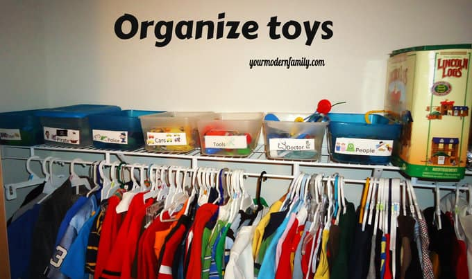 Organized kids room for Organizing living room family picture ideas