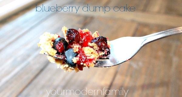 4 ingredient blueberry dump cake - #littlechanges